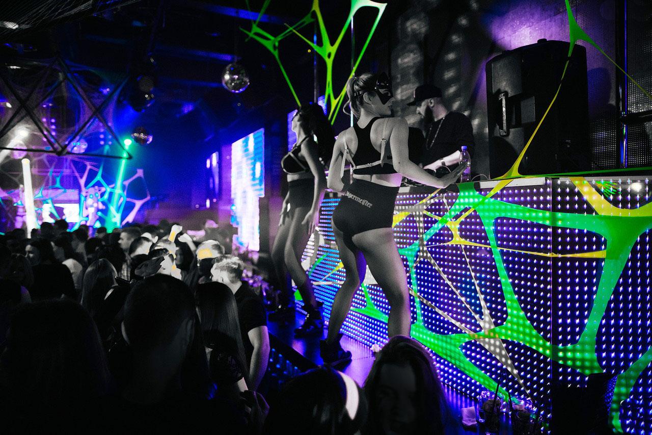 Работа танцовщицой Go Go в Москве